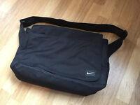 nike laptop shoulder bag (Black)