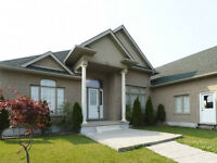 Executive Bungalow minutes to KW