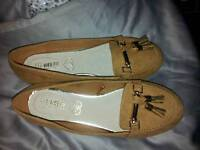 New lovely brown flats