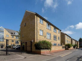 Beautiful 3 bed, 1 bath Gated Terraced House in Bow, E3