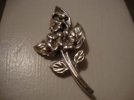 18. VINTAGE THOMAS MOTT TM & COBeautiful Stirling Silver Bouquet Brooch