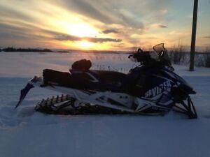 2014 Yamaga viper XTX snowmobile, 9,200 km  sidewinder ltx apex