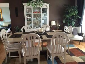 Buffet hutch table leaf and 6 chairs