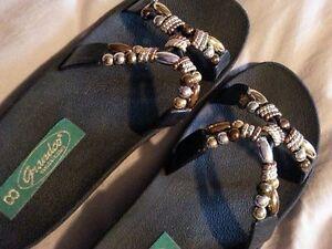 Sandale noire comme neuve babouche