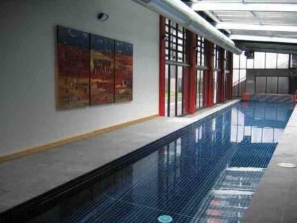 Fully Furnished 2 bed 2 bath, pool, spa, sauna, gym close to CBD