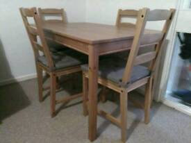 Dinning table + 4 chairs with pads