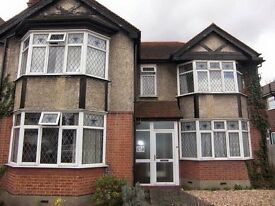 Large 5 bed house close to Heathrow