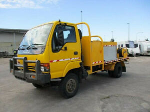 12/2001 Isuzu NPS300 Fire Truck Bell Park Geelong City Preview