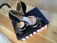 As new size 7 heels