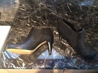 LADIES MODE IN PELLE BLACK BOOTS - SIZE 7