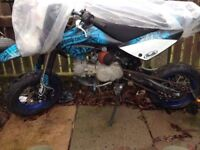 genuine road legal stomp 125 big pitbike rare grab a barging