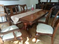 Traditional Solid Wood Dining Suite, extending table, 4x chairs & 2x carvers, Beautiful & as new