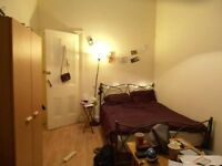 Spacious West End bedroom (Perfect location for students)
