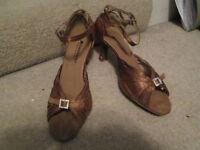 DanceAmo Ballroom / latin dancing shoes