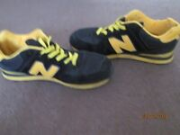 mens new balance suede trainers size 8 black/yellow