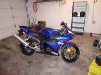 2009 Yamaha R6s LOW KM trade for sled ONLY