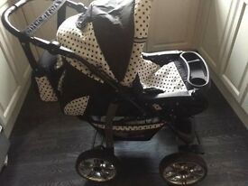 single baby pram suitable from birth . rain covers & bag included. excellent condition.