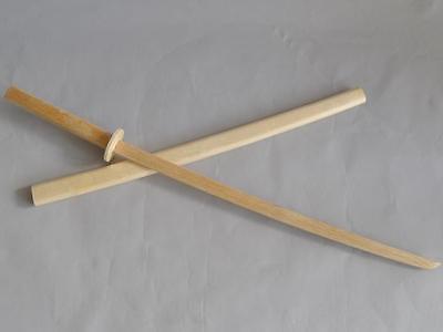 Bokken mit Holzscheide aus Weißeiche. Holzschwert. Katana. Kendo. Kobudo. Japan.