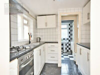 Gorgeous 4 bed House with Private Rear Garden & access to a Roof Terrace - Stratford, E15