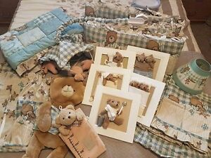Bear themed baby bed and decor set