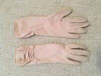 Cream vintage ladies gloves