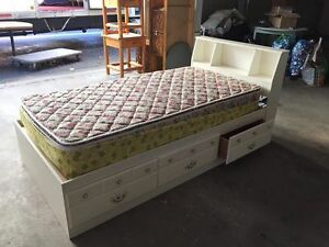 Single Bed w/Mattress