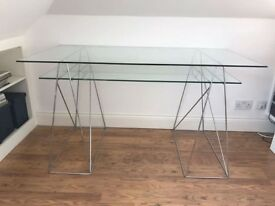 Glass Desk in very good conditions