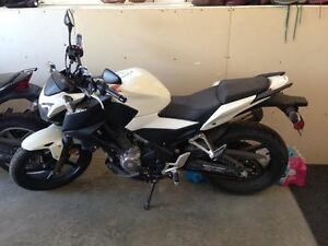 2015 HONDA CBF 300 - LIKE NEW - 400 kms