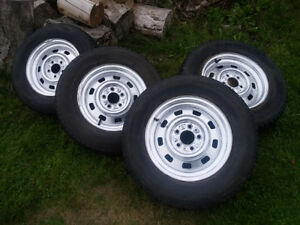 WINTER TIRES 215/70R15 WITH STEEL WHEELS 5 X 4.5 (5X114.3MM)