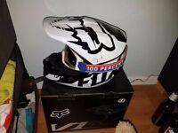 Fox v1 Motocross helmet with Goggles 100 %