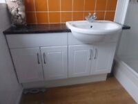 Bathroom vanity unit with sink/basin