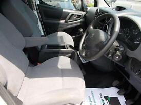 Toyota Hilux Active D/Cab Pick Up 2.5 D-4D 4Wd 144 Air Con DIESEL MANUAL (2015)