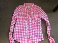 boys or girls hollister shirt 28 chest size small = medium large pink