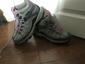 Women's Nevados Hiking Boots