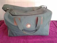 Green Men/Boys Canvas Travel Gym Sports Shoulder Luggage Bag-Used But In Very Good Condition