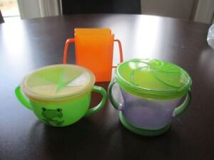 no spill snack cups and no spill juice box holder