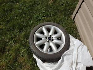 Mini Cooper S 4 pneus Michelin 205 50 R17 avec mags
