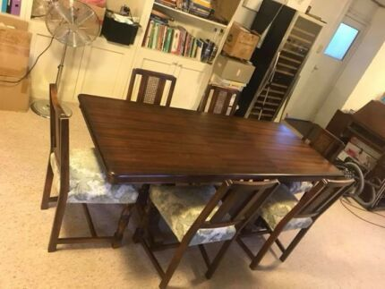6 Seater Extenstion Dining Table With Matching Plus Side Board