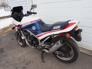 Honda intercepteur 1000