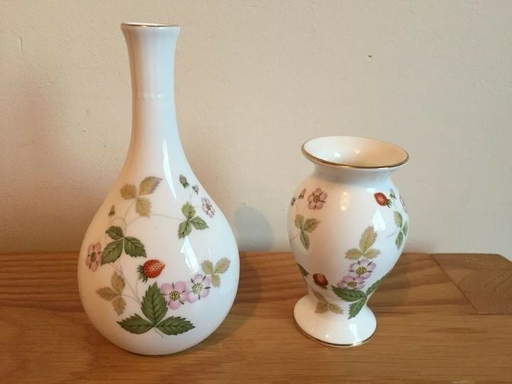2 Small Wedgwood Vases Wild Strawberry In Haverhill Suffolk