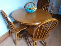 Lovely pine dining/kitchen table and 4 chairs