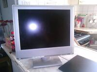 20 INCH / TOSHIBA TV / COMPUTER SCREEN .. WORKS PERFECT ( NEEDS A POWER LEAD ) CAN BE SHOWN WORKING