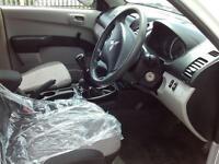 Mitsubishi L200 DOUBLE CAB DI-D 4 WORK 4WD 134 BHP DIESEL MANUAL WHITE (2014)