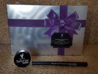 Cream shadow with black liquid eyeliner. Gift set