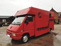 Renault t35 diesel horse box L reg MOT until end of August .Takes 2 horses rear facing 3.9 tonne