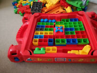 Megablocks table, special pieces and more than 100 blocks!!!!