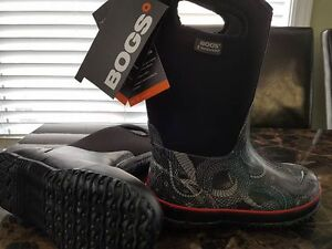 Size 3 Boys BOGS Winter Boots (New with Tags)