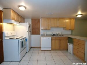 Two bedroom unit for students at midwood/keatsway from Fall!