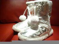 Slipper boots cream size small – new