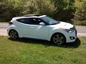 2015 Hyundai Veloster Turbo Hatchback-LOW KMS